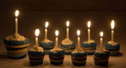 cupcake-menorah-2